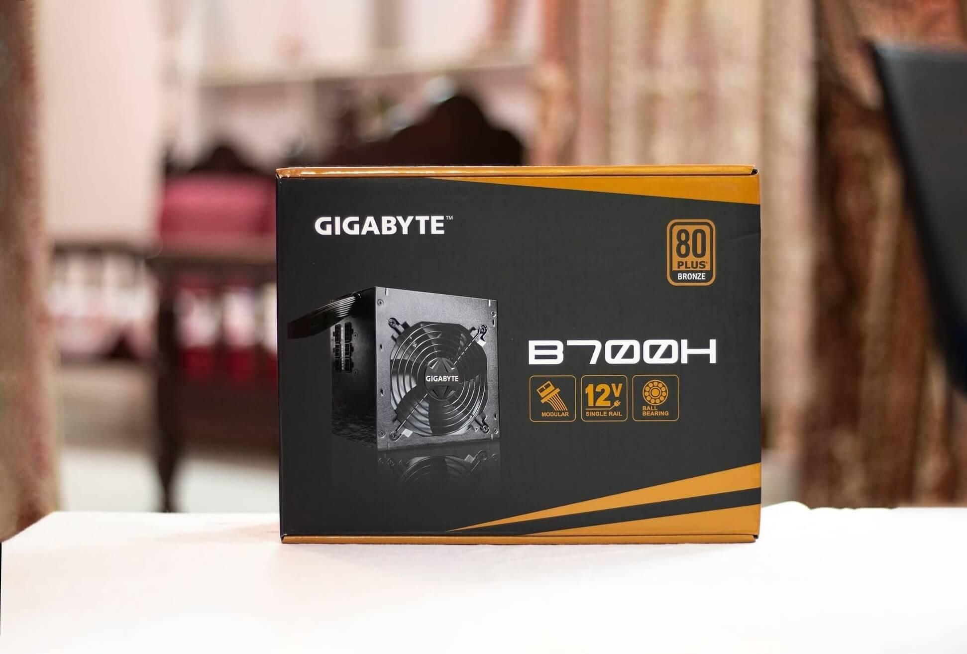 Gigabyte B700H Box Front