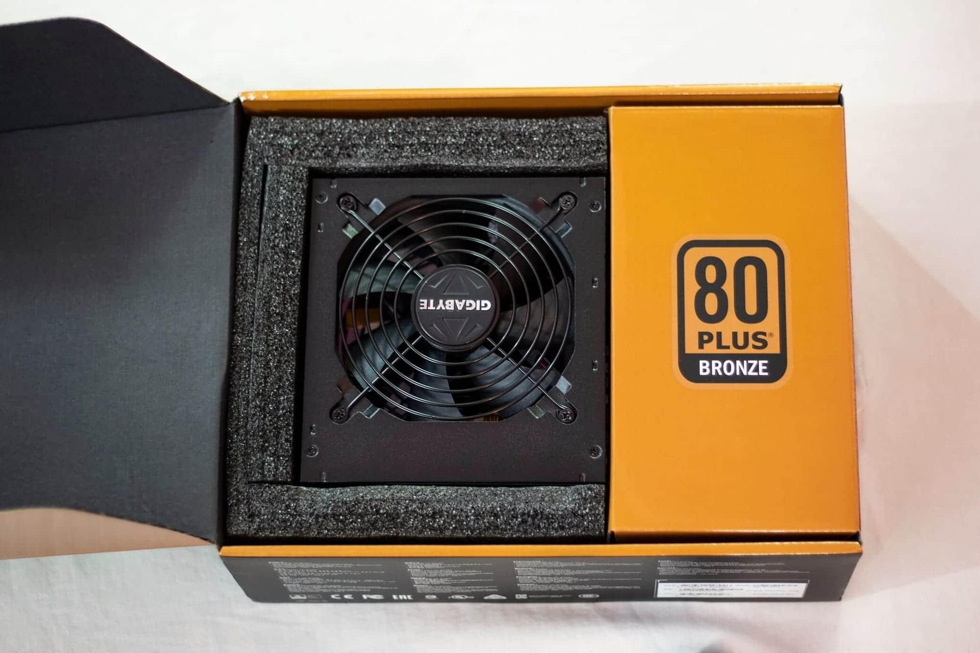 Gigabyte B700H Box Opening